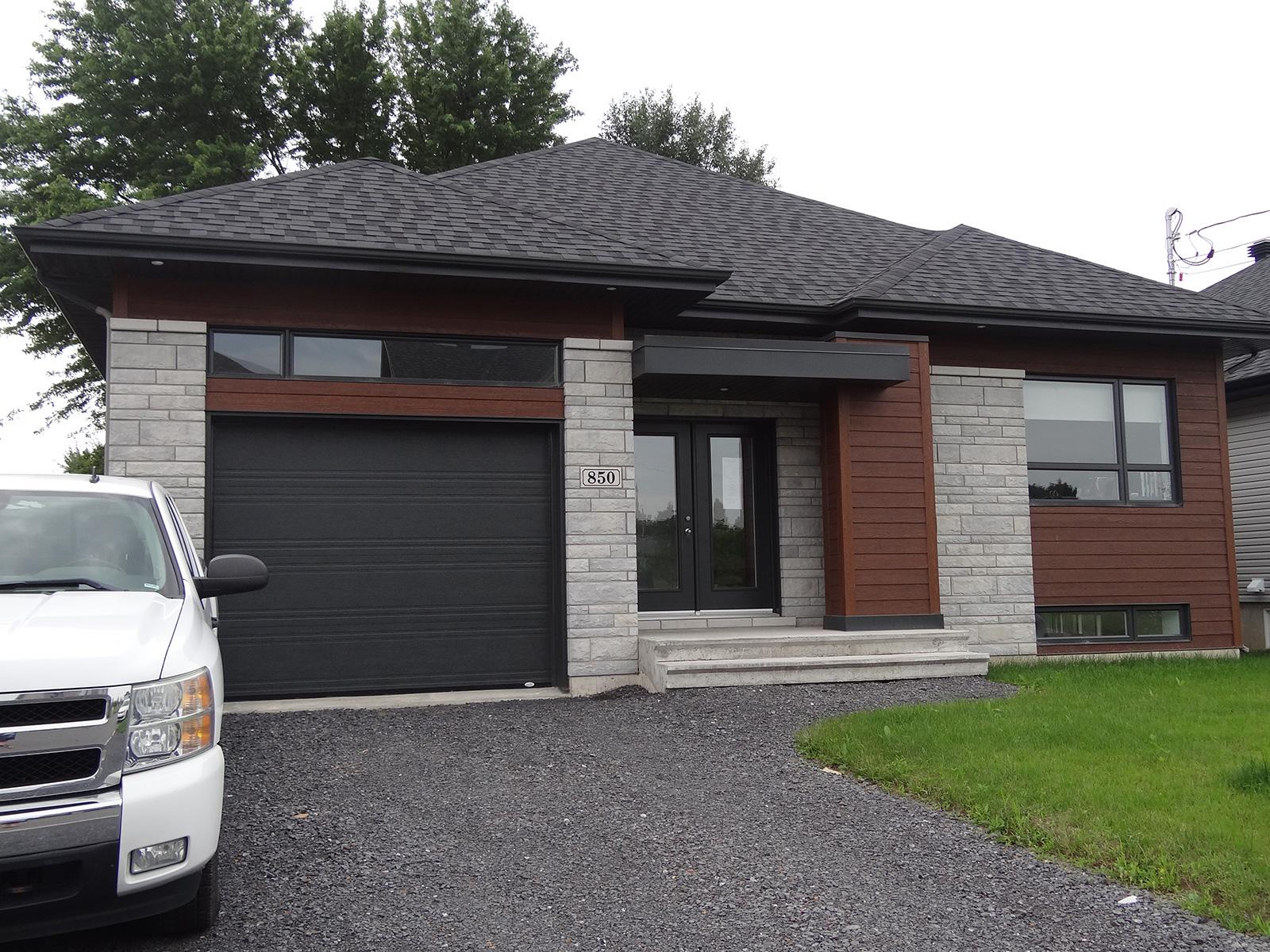 Le 850 habitations nergik for Bungalow garage