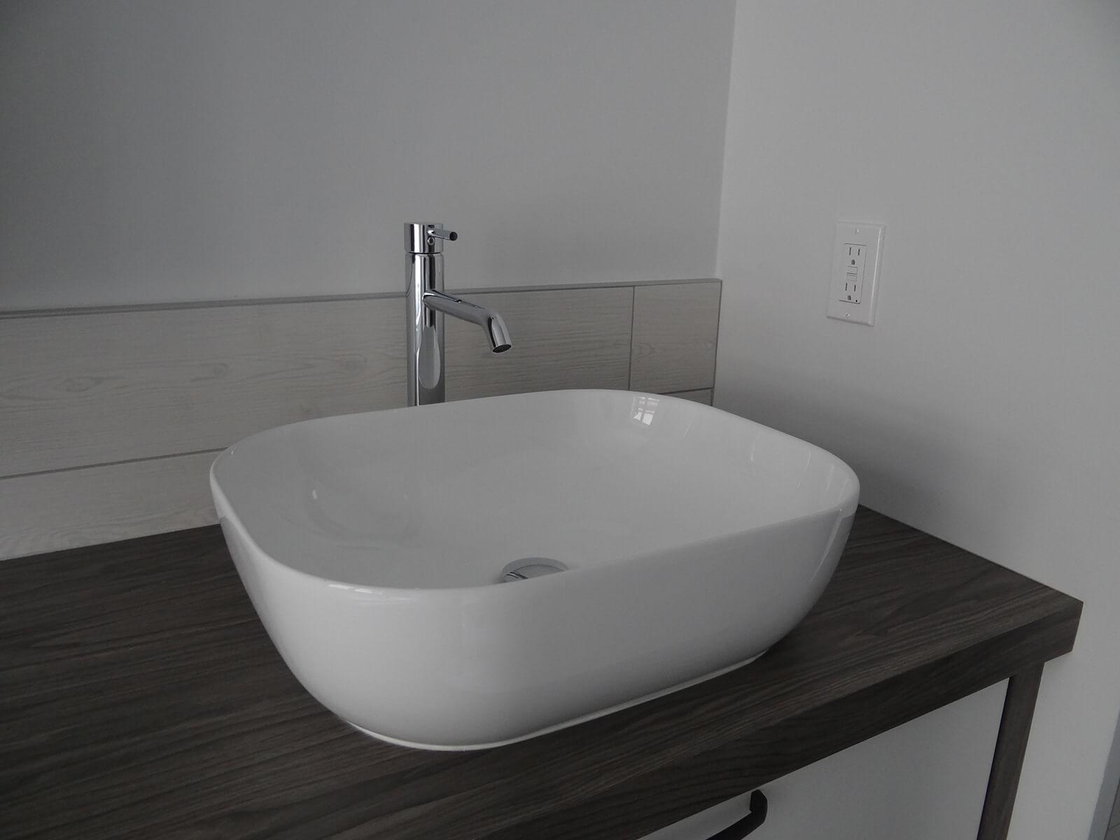 lavabo surélevé sur plan