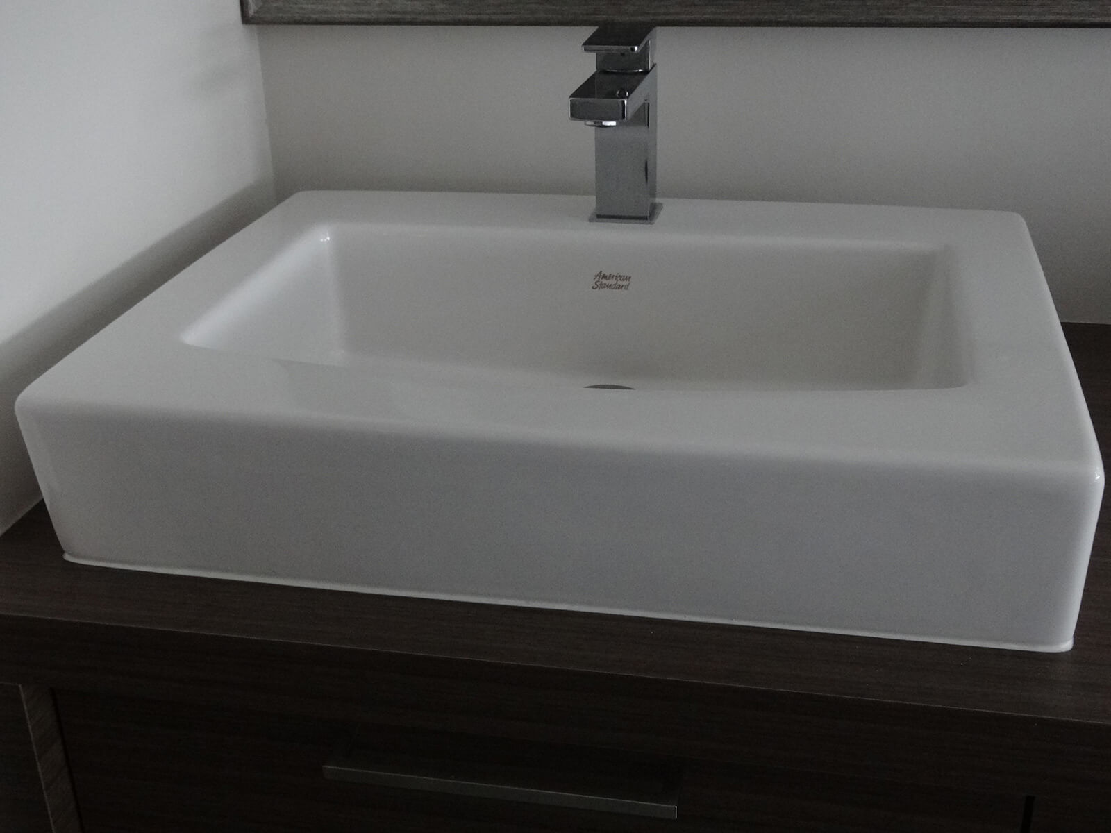 robinet sur lavabo