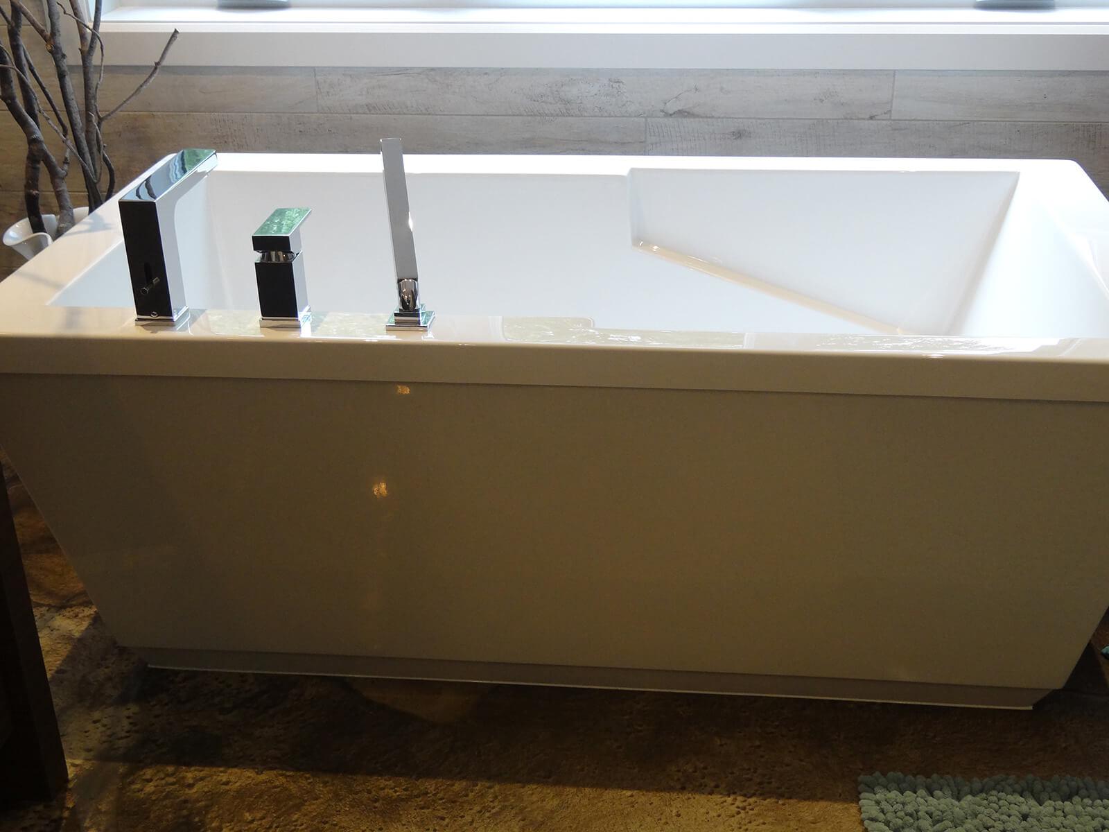 robinetterie sur bain autoportant